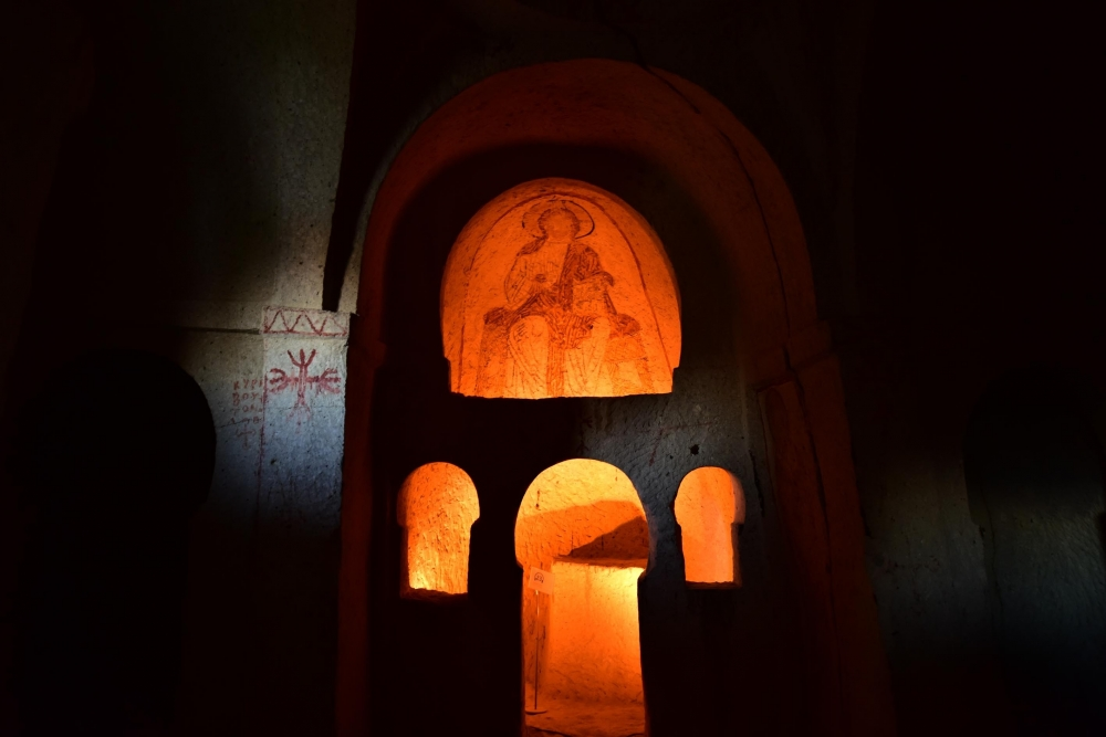 Bin yıllık freskleri turistlerin ilgisini çekiyor 11