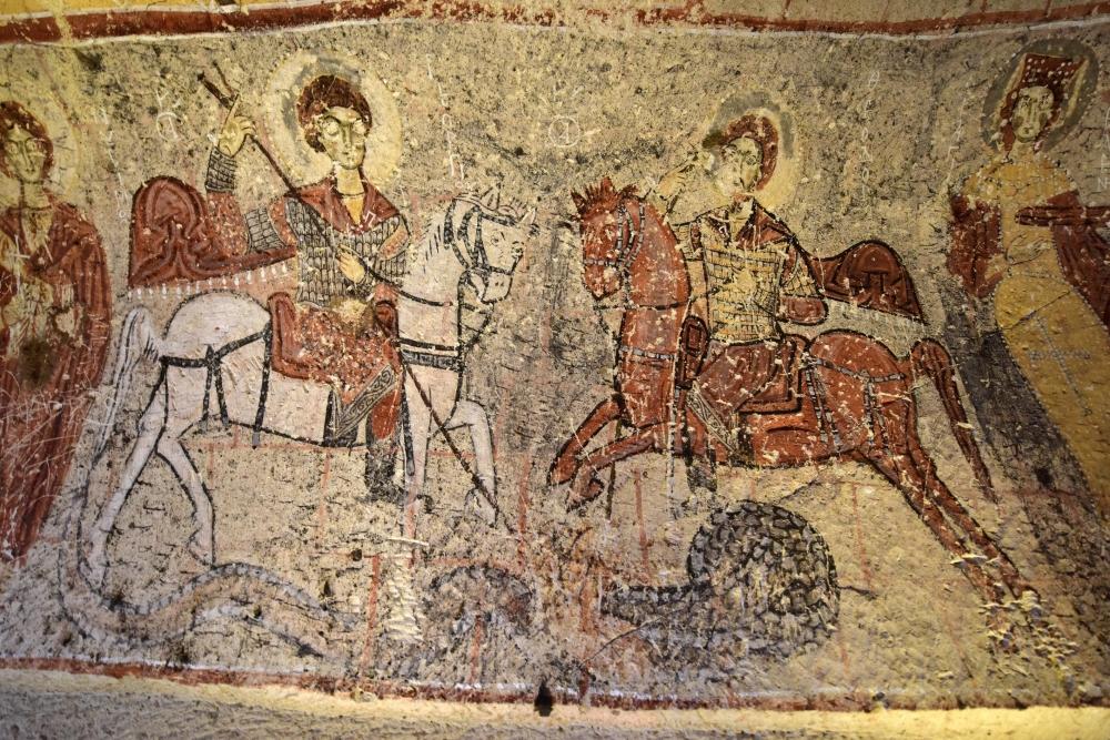 Bin yıllık freskleri turistlerin ilgisini çekiyor 12