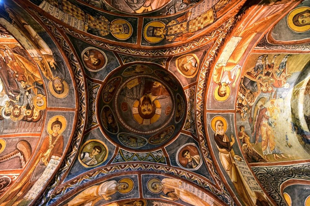 Bin yıllık freskleri turistlerin ilgisini çekiyor 17