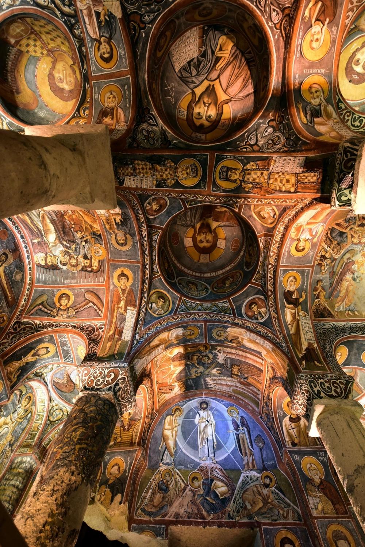 Bin yıllık freskleri turistlerin ilgisini çekiyor 18