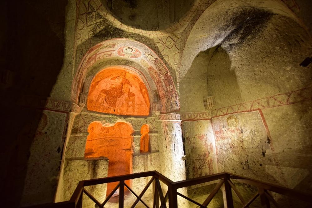 Bin yıllık freskleri turistlerin ilgisini çekiyor 36