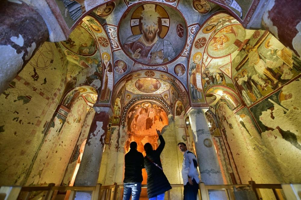 Bin yıllık freskleri turistlerin ilgisini çekiyor 4