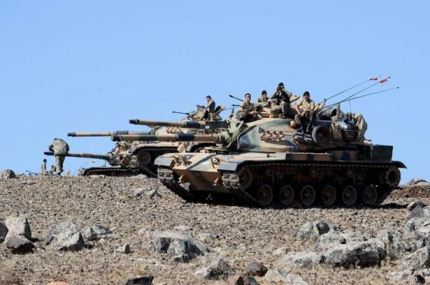 Türkiye'den Suriye sınırına tank duvarı 1