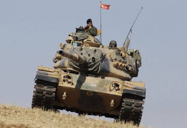 Türkiye'den Suriye sınırına tank duvarı 11