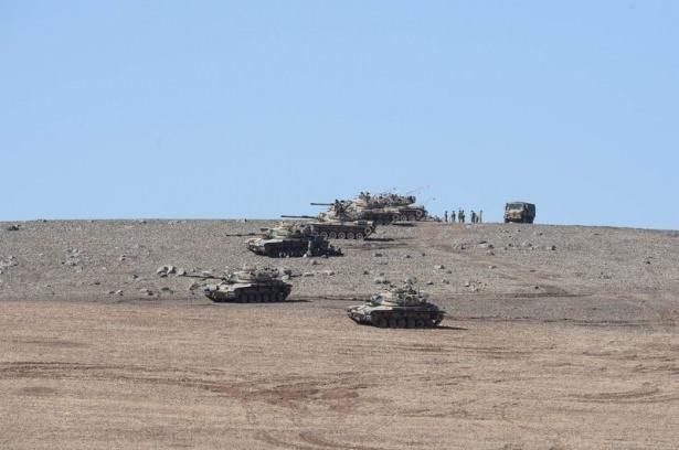 Türkiye'den Suriye sınırına tank duvarı 33