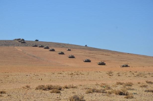 Türkiye'den Suriye sınırına tank duvarı 5