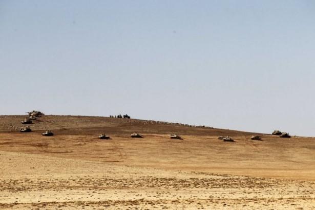Türkiye'den Suriye sınırına tank duvarı 8