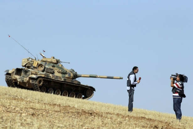 Türkiye'den Suriye sınırına tank duvarı 9