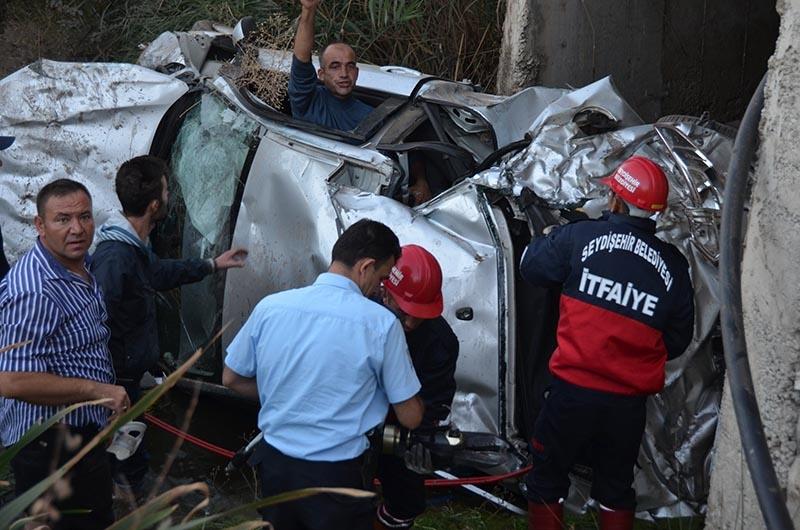 Otomobil dereye uçtu: 2 yaralı 4