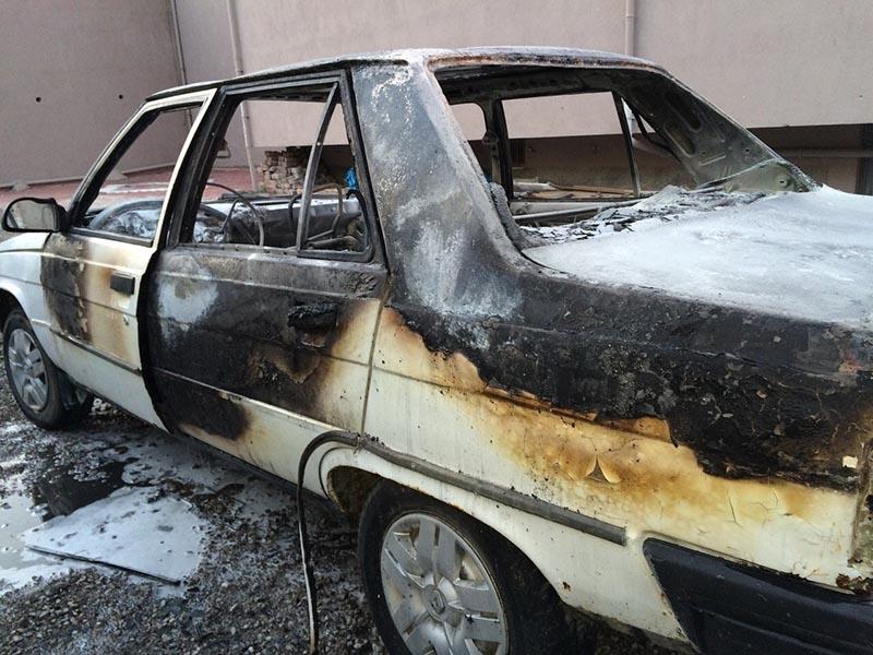 Kulu'da park halindeki otomobil yandı 2
