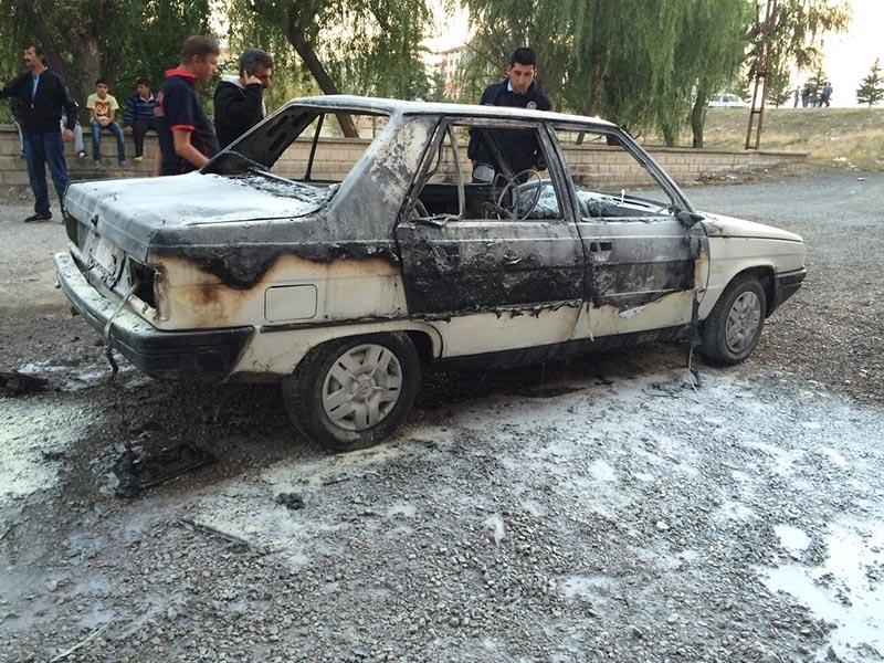 Kulu'da park halindeki otomobil yandı 4