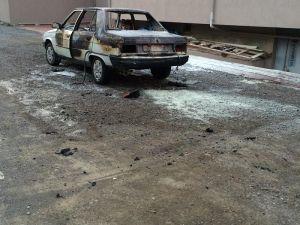 Kulu'da park halindeki otomobil yandı