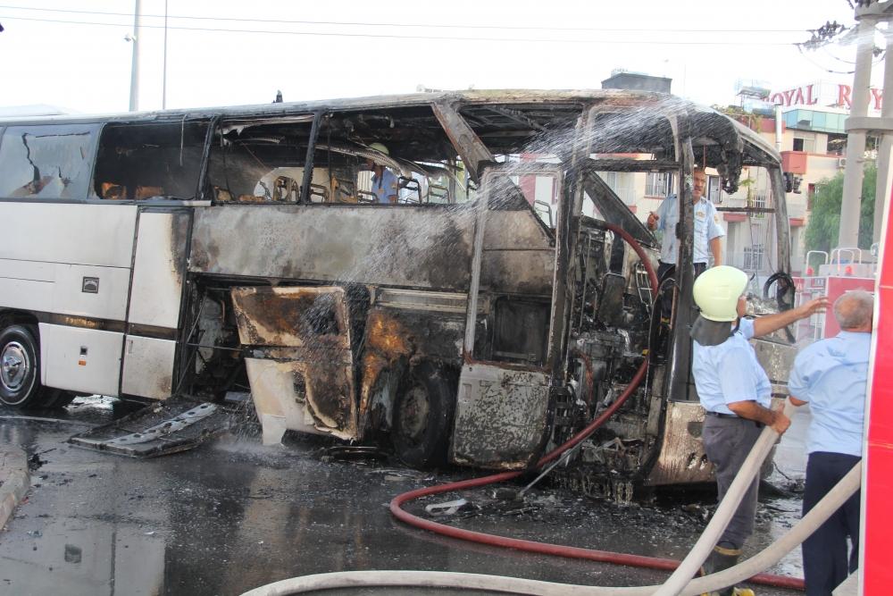 Mersin'de yolcu otobüsü yandı 2
