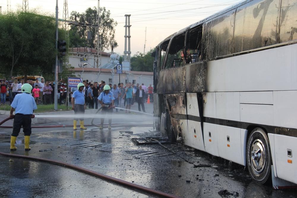 Mersin'de yolcu otobüsü yandı 3