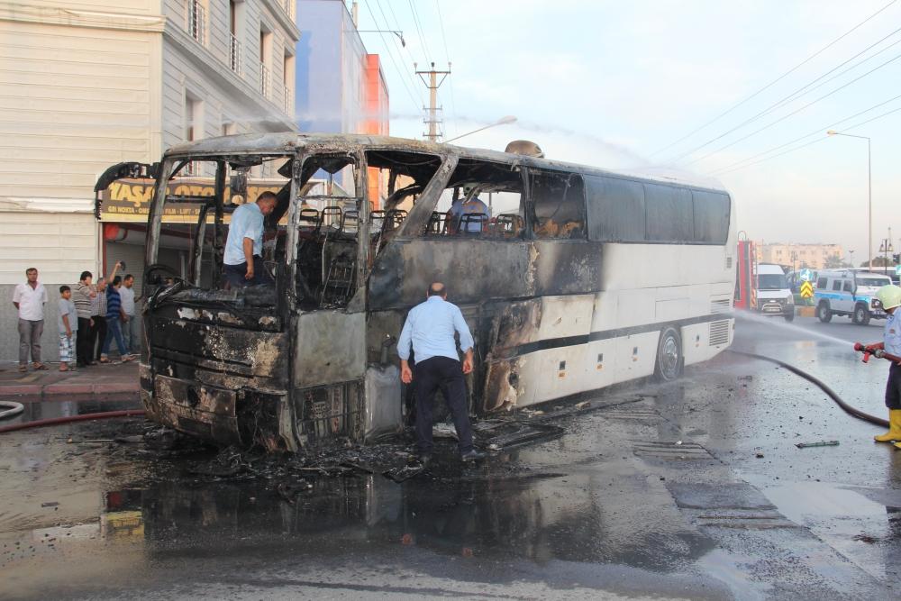 Mersin'de yolcu otobüsü yandı 4