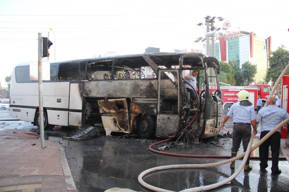 Mersin'de yolcu otobüsü yandı 5