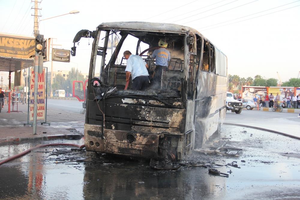 Mersin'de yolcu otobüsü yandı 6