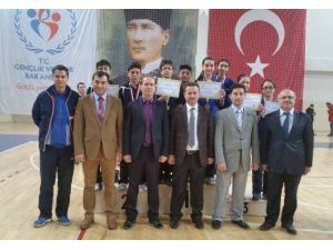 Yalova Bahçeşehir Orta Okulunun Bayan Raketleri Bölge Şampiyonu Oldu