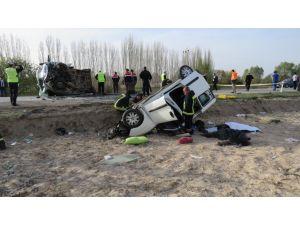 Cenaze aracı kaza yaptı: 4 ölü, 2 yaralı