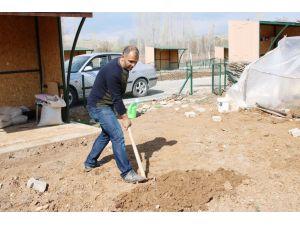 Beyşehir'de hobi bahçelerinde ekim mesaisi başladı