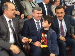 Başkan Akyürek'in torun sevgisi