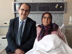 Omurilik tümürü olan kadın felç kalmaktan kurtuldu