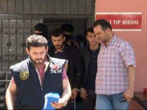 Polise molotof atan PKK'lılar yakalandı