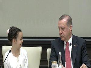 Cumhurbaşkanı Erdoğan, çocukları kabul ediyor
