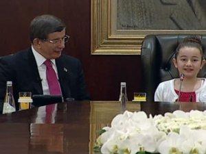 Davutoğlu, koltuğunu devretti