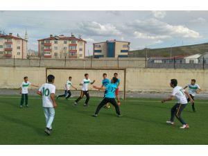 Terör mağduru öğrenciler için futbol turnuvası