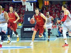 Galatasaray potada şampiyonluk için sahaya çıkıyor