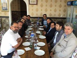 Lale Lisesi Mezunları Fatih Er'i konuk etmişler