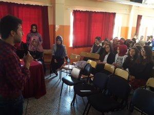 Üniversitelilerden liselilere seminer