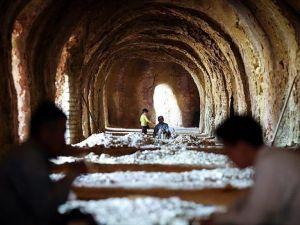 İran'daki Afgan göçmenlerin zorlu hayat mücadelesi
