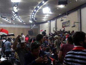 Irak'ta Sadr yanlısı göstericiler parlamento binasından ayrıldı