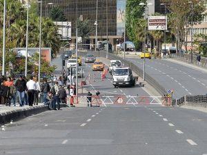 Taksim Meydanı'na çıkan bazı yollar trafiğe kapatıldı