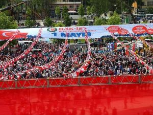 HAK-İŞ 1 Mayıs'ı Sakarya'da kutluyor