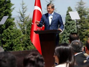 Başbakan Davutoğlu, Çankaya Köşkü'nde işçilerle bir araya geldi