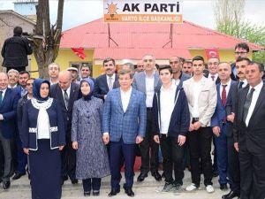 Başbakan Davutoğlu'nun Varto ziyaretine ait görüntüler paylaşıldı