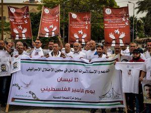 Gazze'de Filistinli tutuklular için gösteri düzenlendi