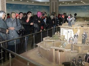 İstiklal Harbi Şehitler Abidesi'ne ziyaretçi yoğunluğu