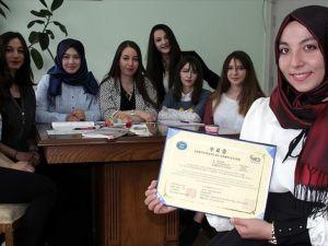 Korelilerin hoşgörüsü üniversiteli Sena'yı 'gönüllü elçi' yaptı