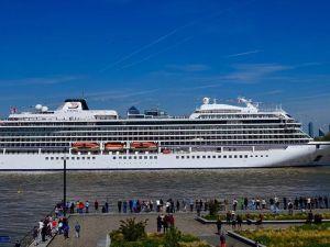İlk seferine İstanbul'dan başlayan kruvaziyer gemi Londra'da