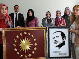 Tel ve çivi kullanarak Erdoğan'ın portresini yaptı