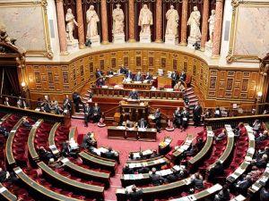 Fransa'da olağanüstü hal uygulaması 2 ay uzatıldı