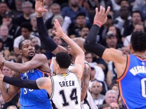 Thunder, Spurs'ü deplasmanda yendi