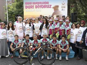 Bisikletçiler kadın kanserlerine 'dur' demek için yola çıktı