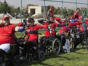 Bedensel engelli okçular Ankara'da çalışıyor