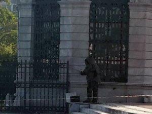 Dolmabahçe'de polis alarma geçti
