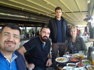 """Kaftanoğlu ailesi """"Anneler günü"""" yemeğinde"""